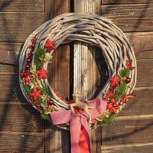 Dekorácie - Vianočný veniec na dvere so sobíkom - 8764871_