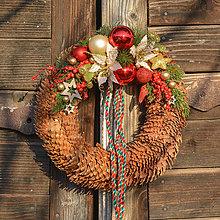 Dekorácie - Vianočný venček zo smrekových šišiek - 8765128_
