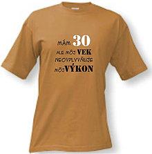 Oblečenie - Môj vek neovplyvňuje môj výkon - pánske tričko - 8763054_