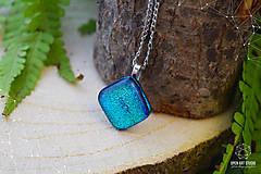 Náhrdelníky - Tyrkysový trblietavý sklenený náhrdelník