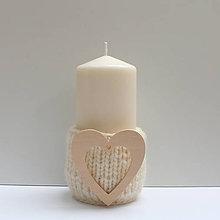 Svietidlá a sviečky - Svietnik (100% ovčia vlna) s dreveným srdiečkom - 8773879_