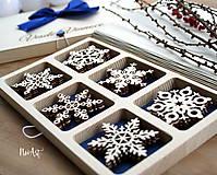 Dekorácie - Drevené vianočné ozdoby - Vločková kolekcia II. - 8775268_