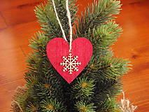 Dekorácie - Ozdoba na stromček - červené srdce s vločkou - 8772286_