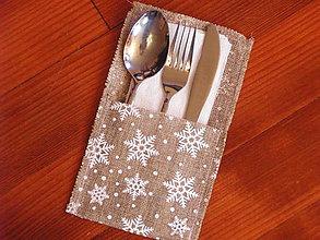 Úžitkový textil - Vianočný jutový obal s vločkami na príbor aj červená farba - 8774063_