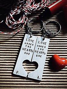 Kľúčenky - ... láska robí dve srdcia jedným ... - 8782191_