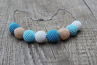 Náhrdelníky - náhrdelník z modrých obšívaných guličiek 4 - 8779638_