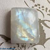 Minerály - brúsený mesačný kameň 20 x 15 x 7 mm - 8779688_