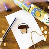 Magnetky - ★ Vianočná magnetka cartoon - zasnežený hríbik - 8776759_
