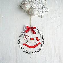 Dekorácie - vianočná dekorácia s koníkom - 8783861_