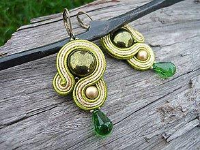 Náušnice - Soutache náušnice Zlaté s zelenou slzou - 8782729_