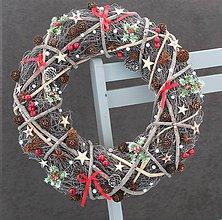 Dekorácie - Vianočný veniec s cezmínou - 8786454_