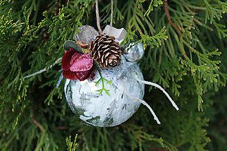 Dekorácie - zasnežené_ vianočné ozdoby - 8787848_