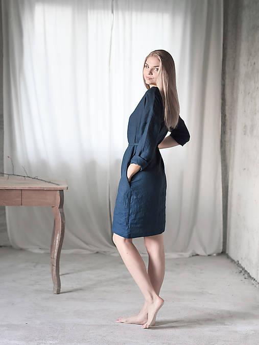 Šaty - Basic ľanové šaty s opaskom dlhý rukáv - 8783107_