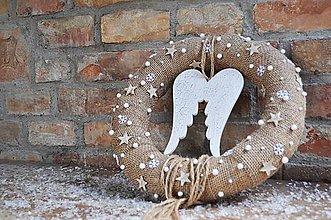 Dekorácie - Vianočný veniec...Na krídlach anjelov - 8782279_