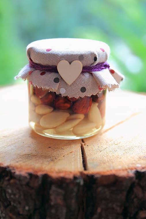 Med s orieškami/ sušeným ovocím (Mix orechov (vlašské, mandle, lieskovce, arašídy))