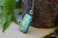 Náhrdelníky - Zlato-zelený veľký, trblietavý náhrdelník - 8786670_