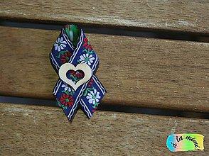 Pierka - Svadobné pierko Modré ľudové s prírodným srdiečkom s výrezom - 8788909_