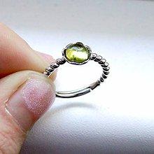 Prstene - Simple Peridot Ring / Prsteň s prírodným olivínom - 8791260_