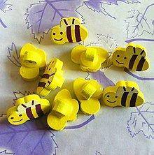 Galantéria - Gombík drevený včielka 1,5 x 2,0 cm - 8791968_