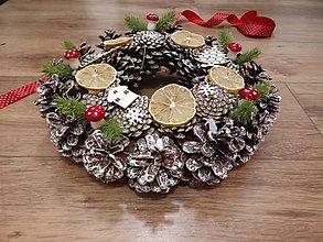 Dekorácie - Vianočný veniec Muchotrávky - 8792357_