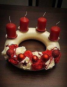 Dekorácie - adventný veniec s ružičkami - 8791605_