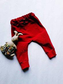 Detské oblečenie - Prešívane tepláky-červene - 8792159_
