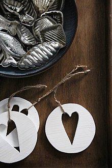 Dekorácie - Srdce v kruhu hnedé (Biela) - 8798190_
