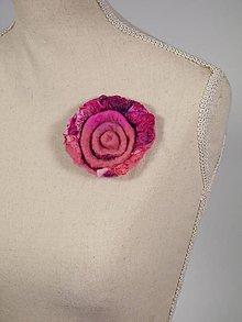 Odznaky/Brošne - Ružová vlnená brošňa z Merino vlny a hodvábu - 8795747_