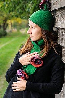 Čiapky - Zelená plstená čiapka s kvetom - 8799203_