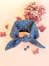 Elegantná modrošedá bodkovaná šatka z ľanu s náušnicami