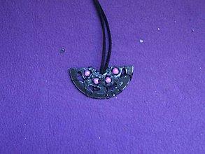 Náhrdelníky - Prívesok plastový - motýľ - 8796503_