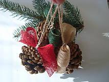 Vianočné šišky s jutovou mašličkou....