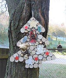 Dekorácie - Závesná dekorácia: Stromček natur s Mikulášom - 8802882_