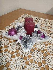 Svietidlá a sviečky - svietnik - hviezda s 2 svieckami a pierkami - 8803579_
