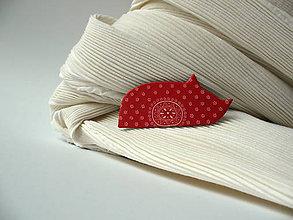 Odznaky/Brošne - ,,Kocúrik,, červený ornament - 8804693_