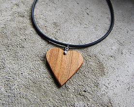 Náhrdelníky - Drevené srdce - 8808855_