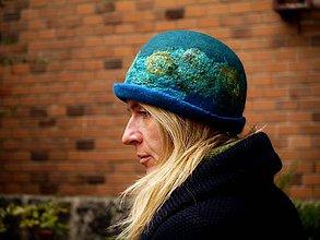 Čiapky - Modrý plstený klobúk z jemnej Merino vlny a hodvábu - 8808964_