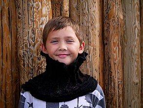 Šály - Čierny plstený nákrčník z jemnej Merino vlny - 8809392_