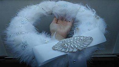 Dekorácie - Vianočný veniec...pierková elegancia - 8806148_