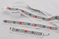 - Folklórny náramok s madeirou (Červeno - modré kvety na bielom podklade) - 8808674_