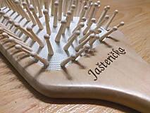 Ozdoby do vlasov - Masážna bambusová kefa na vlasy s vlastným menom - 8810652_
