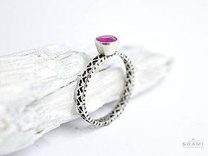 Prstene - CERTIFIKÁT 925 Strieborný prsteň s prírodným rubínom - 8812082_