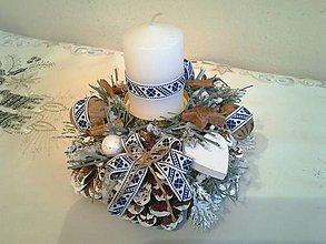 Dekorácie - folklórny svietnik šiškový modro-biely - 8813760_
