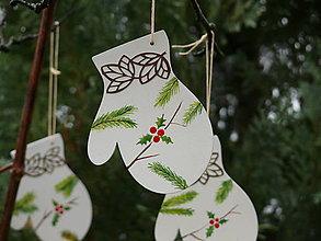 Dekorácie - Vianočné rukavičky - drevené ozdoby - 8811763_