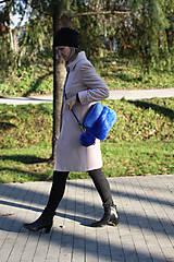 Kabelky - Koženo- kožušinová kabelka CROSSBODY- KRÁĽOVSKÁ MODRÁ - 8811704_