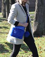 Kabelky - Koženo- kožušinová kabelka CROSSBODY malá- KRÁĽOVSKÁ MODRÁ - 8811814_
