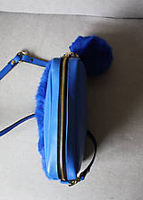 Kabelky - Koženo- kožušinová kabelka CROSSBODY- KRÁĽOVSKÁ MODRÁ - 8812176_