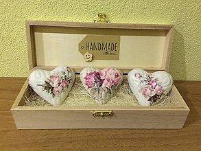Magnetky - Handmade magnetky na chladnicku, 3 kusy v krabicke, vintage - 8815240_