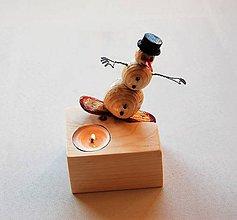 Svietidlá a sviečky - Dekorácia z dreva - Svietnik - Snehuliak snowboardista :-) - 8814569_