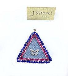 Iné šperky - Prívesok trojuholník s motýľom - 8813104_